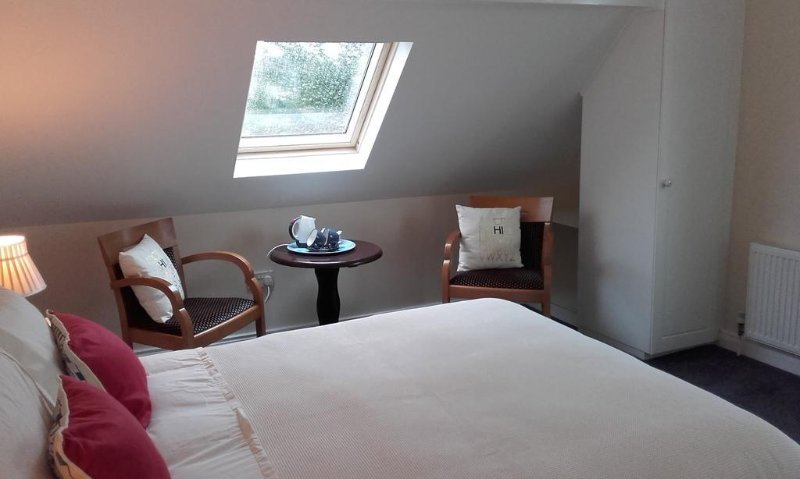 Double ensuite deluxe room with tea/coffee