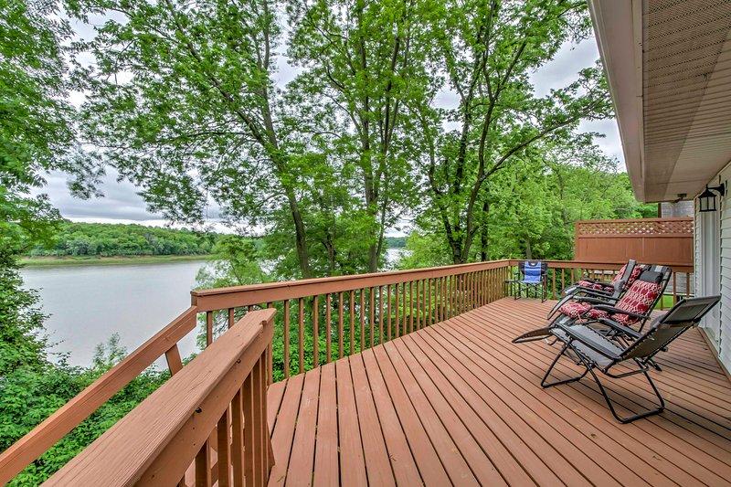 North Liberty House on Coralville Lake Near Dock!, location de vacances à Cedar Rapids