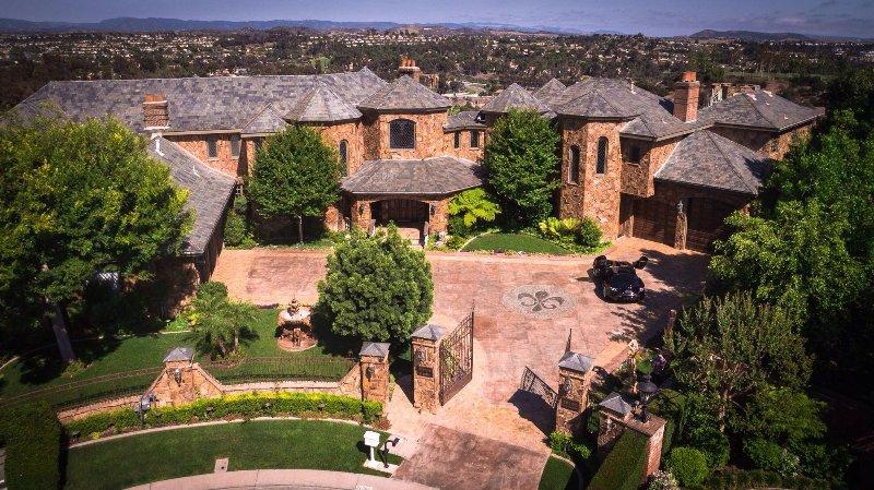 Mythea Castle Stunning Laguna Hills Getaway, holiday rental in Ladera Ranch