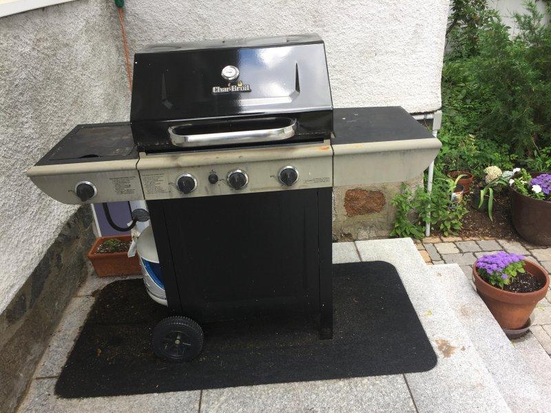 grill sur la terrasse arrière