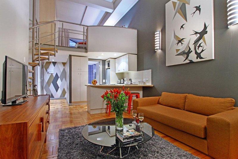 Wohnzimmer mit internationalen Kanälen und kostenlosem WLAN