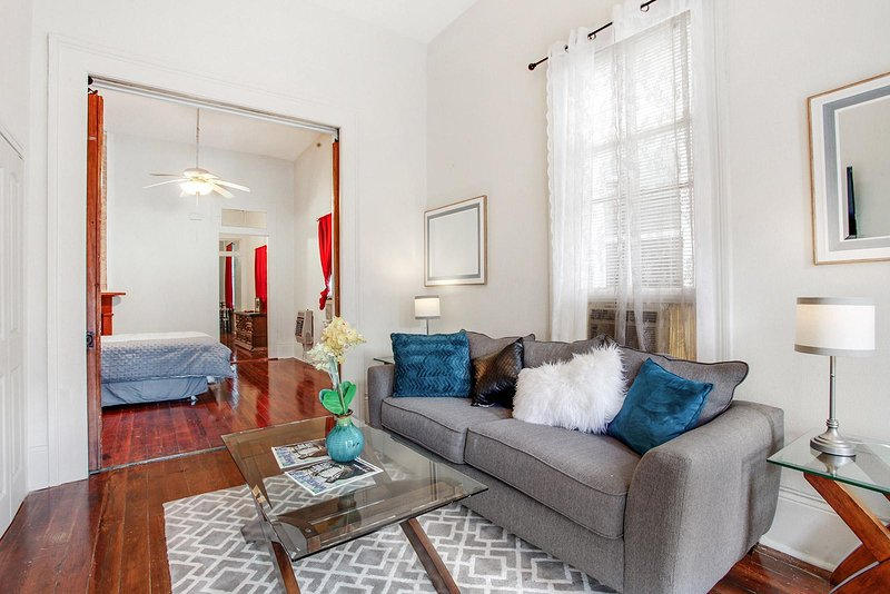 BEAUTIFUL HOME 1.5 BLOCKS FROM ST CHARLES AVENUE