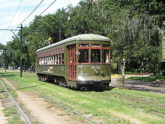 NEAR THE FAMOUS ST CHARLES STREETCAR