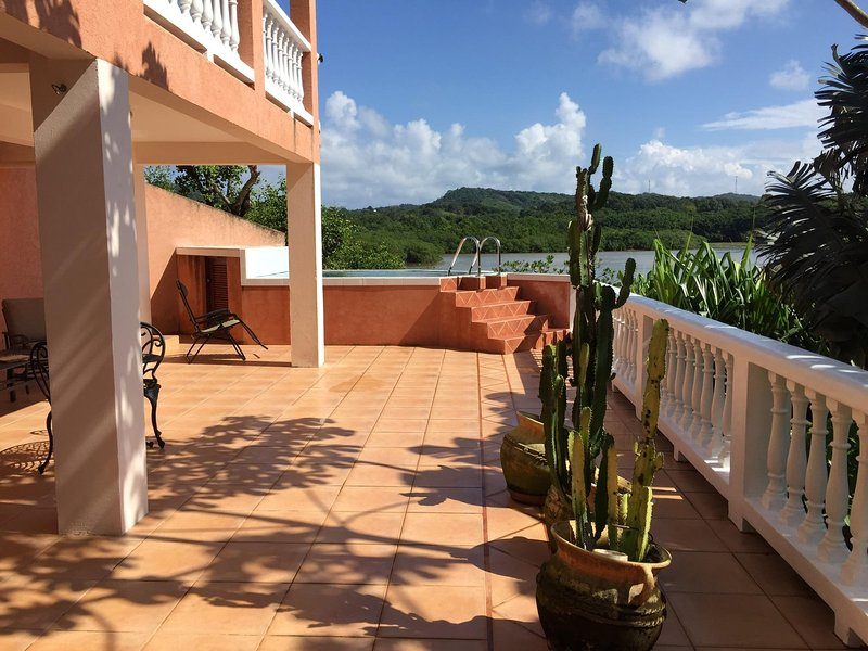 Waterfront Vacation Rental- See Nature at your Door!, alquiler de vacaciones en First Bight