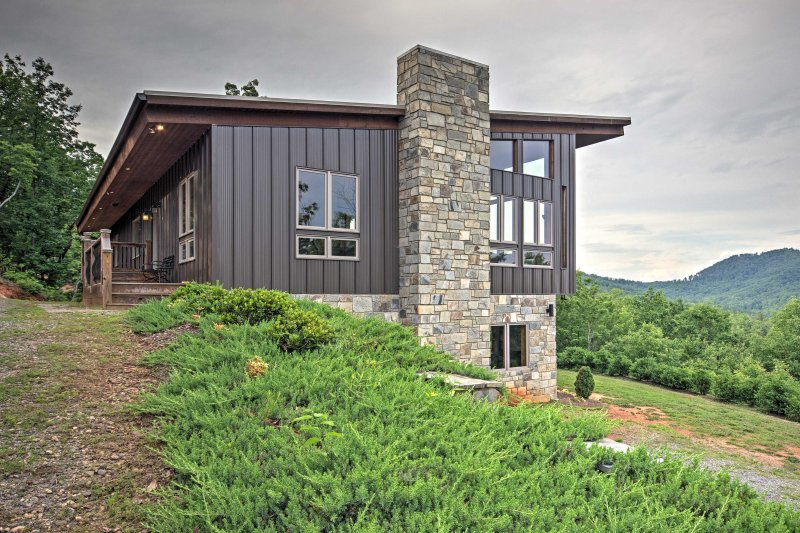 Resort-Style Union Mills Home w/Majestic Mtn Views, vacation rental in Vein Mountain