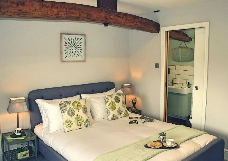THE NEST AT WINNALL - Luxury 19th Century Cottage, holiday rental in Bromsgrove