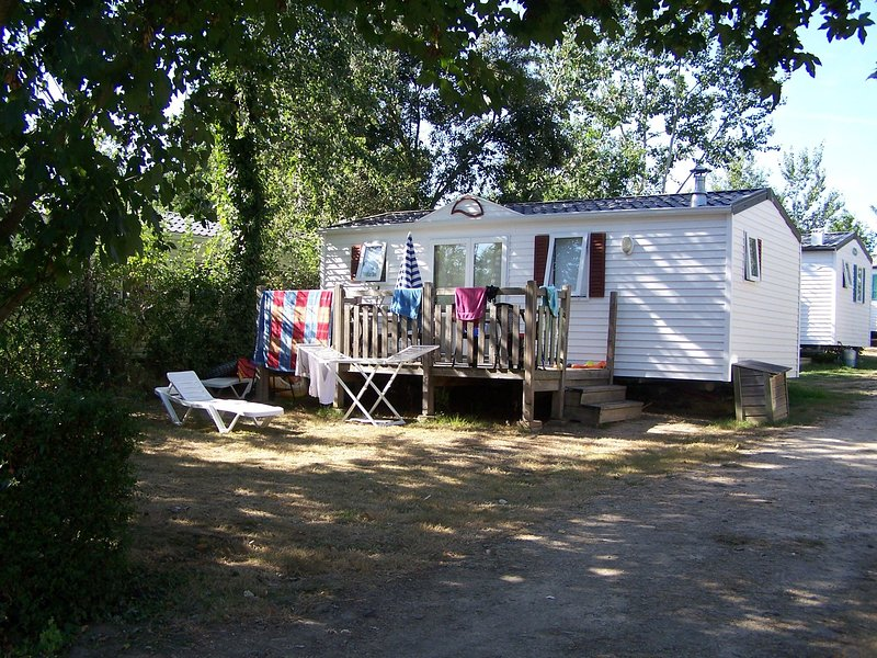 LOCATION MOBIL-HOME AU CAMPING DE KERNEJEUNE ***, holiday rental in Muzillac