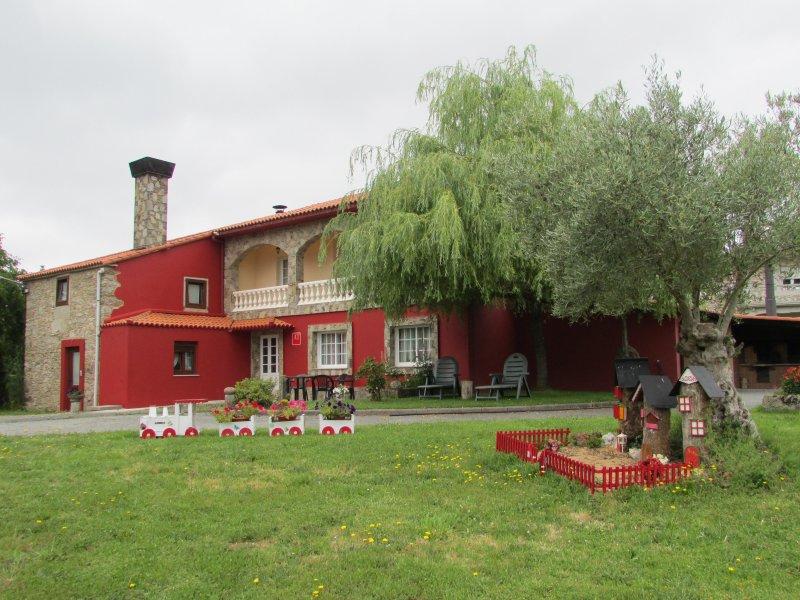 Casa de campo  la tarifa es en temporada baja, holiday rental in Friol