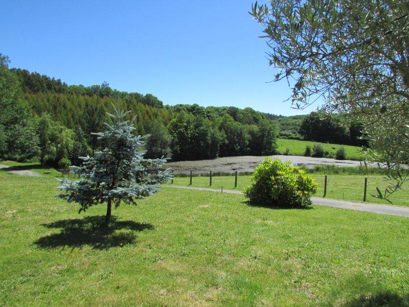 Casa de campo galega.  Apartamento A   2 llaves, holiday rental in Friol