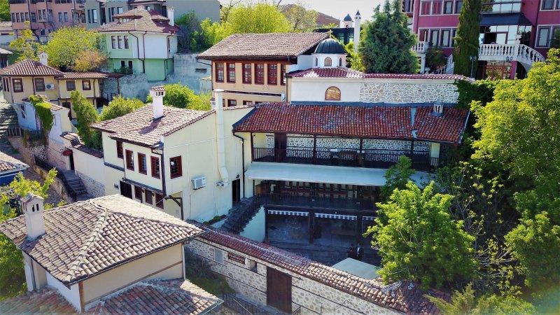 200 - jaar oude huis van Dr Vlado - pracht van de architectuur en snijwerk