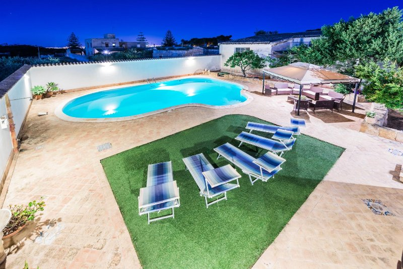 La Corte 90mq, piscina, mare 3Km, 3 camere, free wifi, climatizzazione, vacation rental in Mazara del Vallo