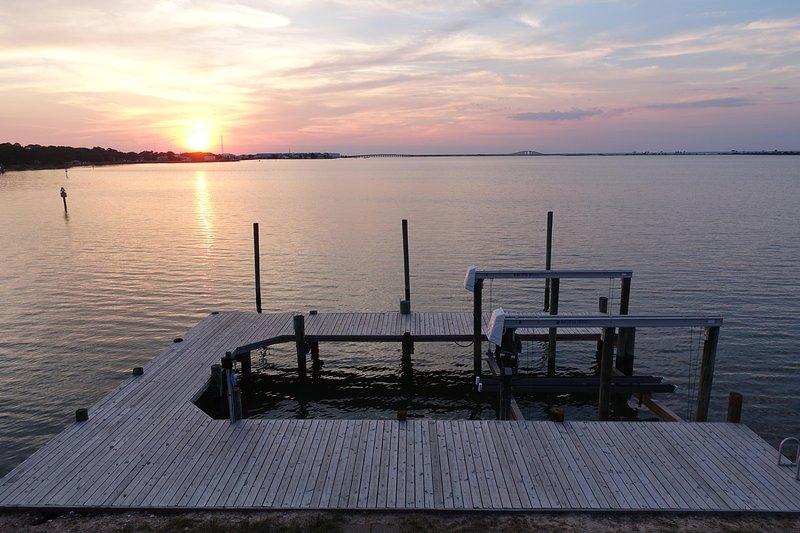 Cottage adorable avec station d'accueil et un ascenseur de bateau! Spectaculaire !!! Sunsets