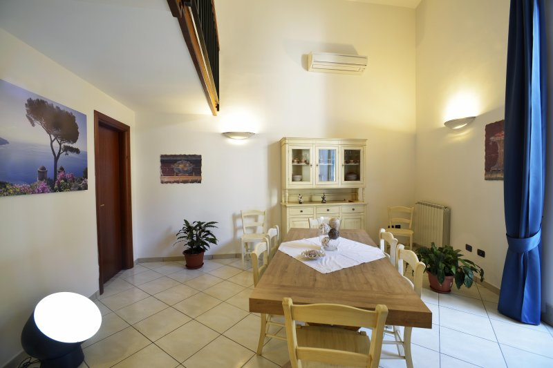 Vacanza all'insegna del confort nel centro storico di Napoli, vacation rental in Naples