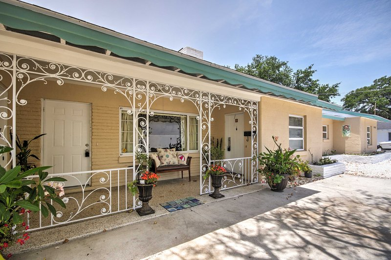 Explore beautiful Sarasota from this ideally-located 1-bedroom vacation rental apartment.