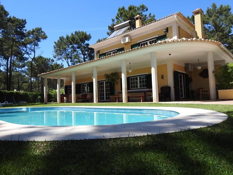 Family Friendly Villa Aroeira Golf Resort perto de Cidades oferece belas Praias, casa vacanza a Amora