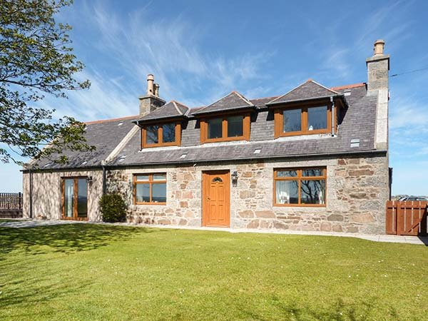 SCHOOLHILL CROFT, sleeps ten, king-size, en-suite, large garden, Ellon, Ref, holiday rental in Cruden Bay (Port Erroll)