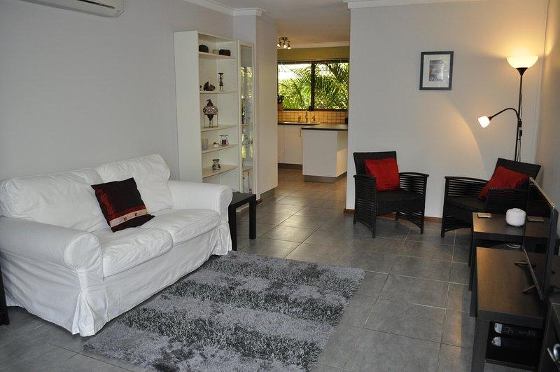 Wohnbereich führt zu Küche / Esszimmer