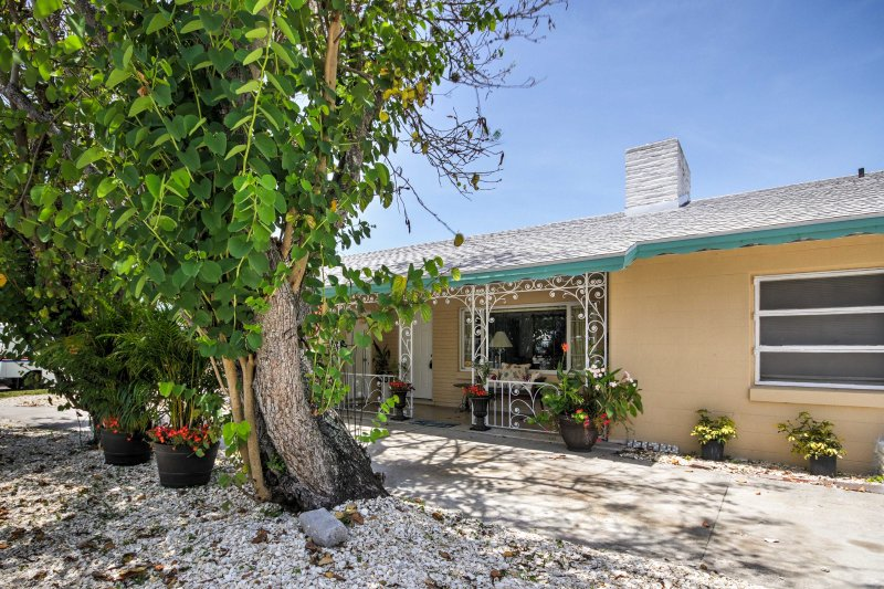 Explore the best of Sarasota from this 2-bedroom, 2-bathroom vacation rental apartment!