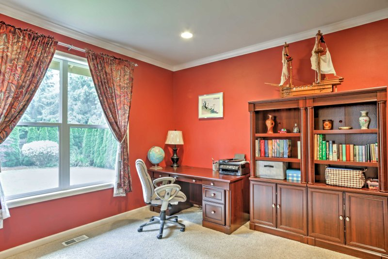 The office offers a great desk space, as well as a futon for additional sleeping accommodations.