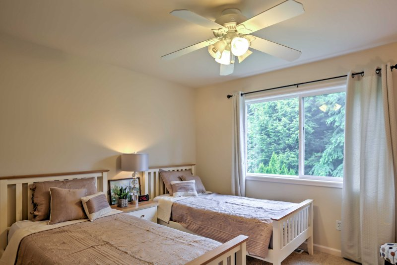 If you're traveling with kids, they'll loving sharing this room with 2 twin beds.