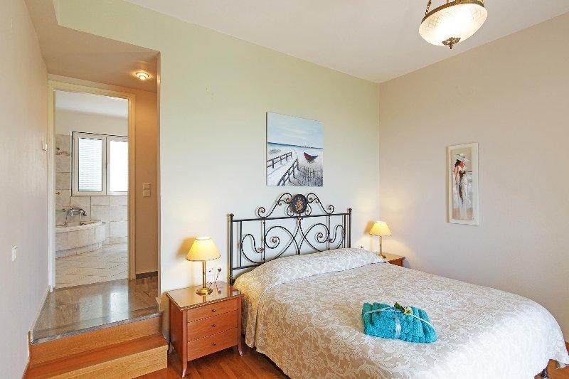 Double bed bedroom with en-suite facilities