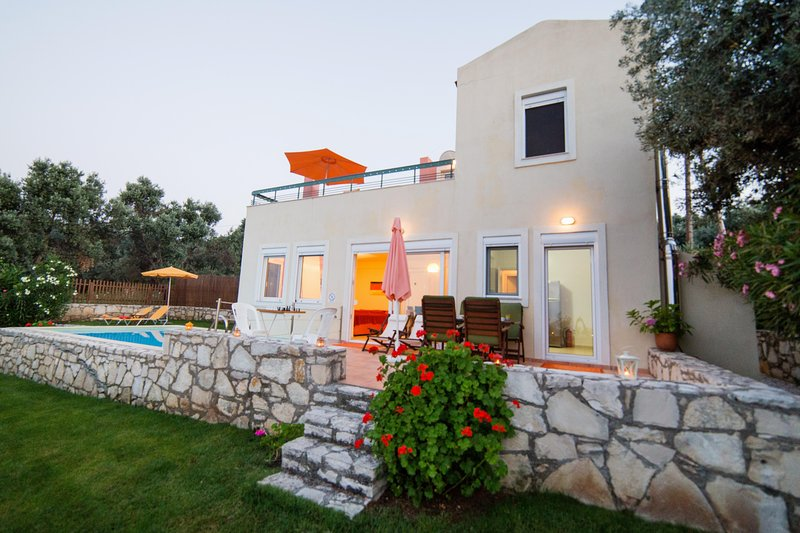 Alkistis villa, peaceful with pool and great view in Crete, vacation rental in Crete