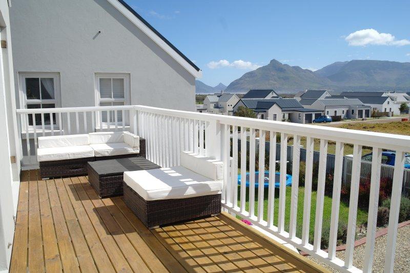 Beautiful Flat with Stunning Sea & Mountain Views, vacation rental in Kommetjie
