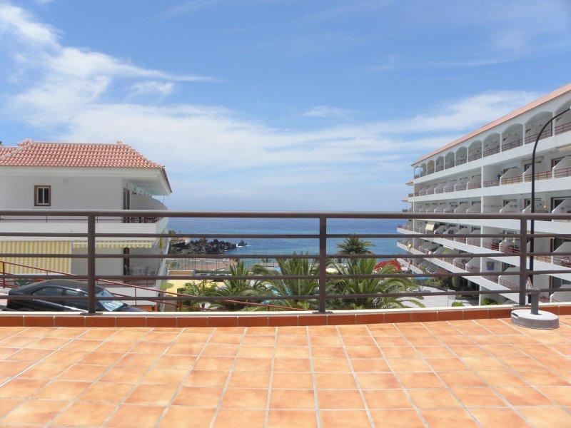 Apartment with ocean view in Playa La Arena, holiday rental in Puerto de Santiago