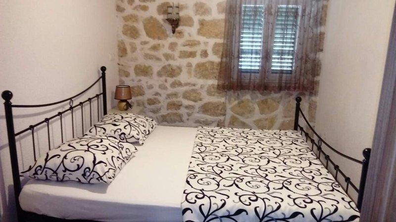 Stone house in Ražanac for 8, holiday rental in Razanac
