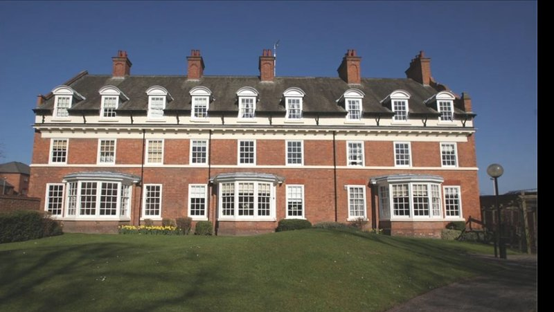 Very central location. 1st floor apartment at the rear of the Grade 2 listed building