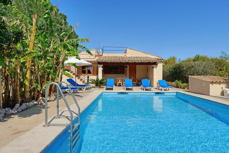 Pollenca Villa Sleeps 6 with Pool Air Con and WiFi - 5334575 Chalet in Puerto Pollensa