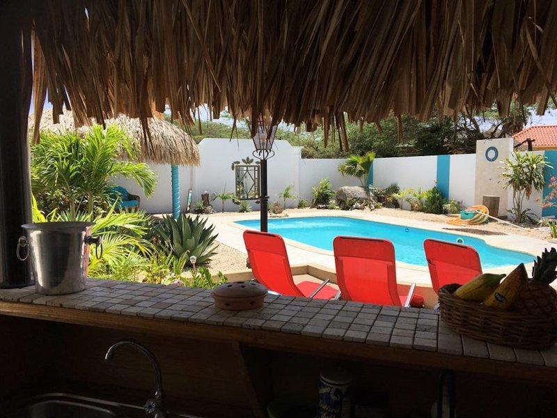 QUIET RELAXING PRIVATE VILLA~ OWN POOL & TIKI BAR~90 seconds from the beach!, vacation rental in San Nicolas