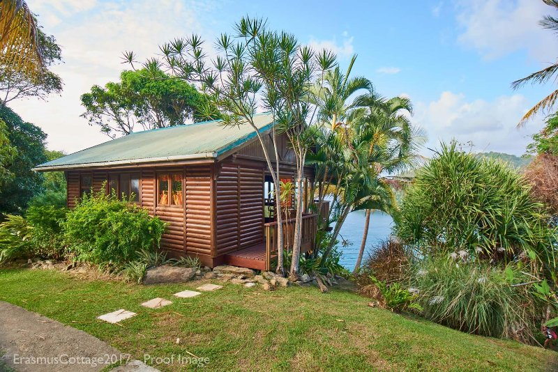 Erasmus Cove Tobago seaview cottage with private beach and waterfall, vacation rental in Charlotteville