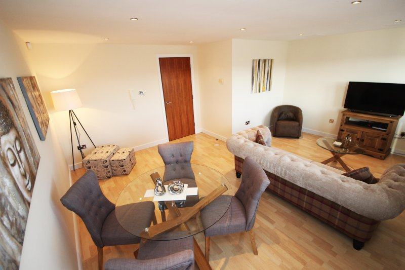 Properties Unique - High Quays Apartments (2 Bed), holiday rental in Newcastle upon Tyne