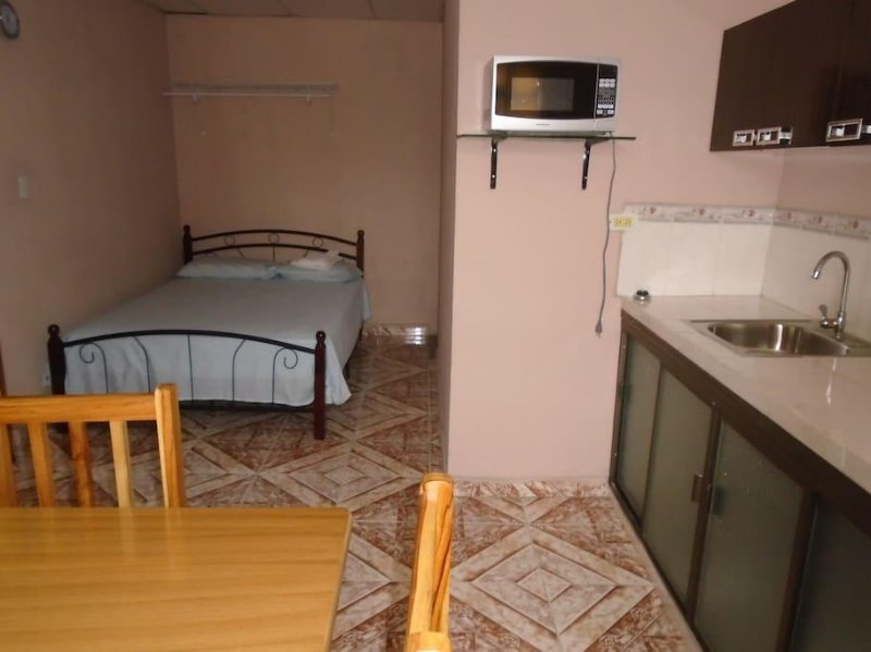 MEG GUEST HOUSE - Room 2, holiday rental in Gamboa