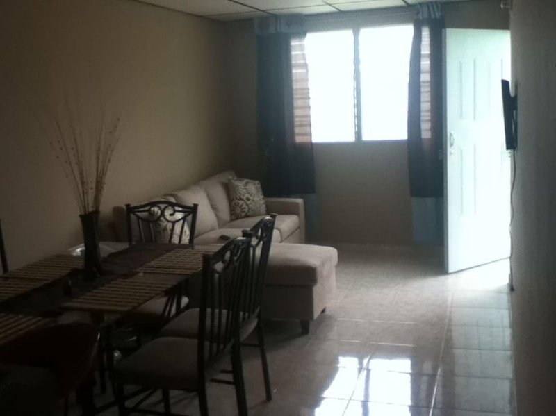 MEG GUEST HOUSE - Room 5, holiday rental in Gamboa