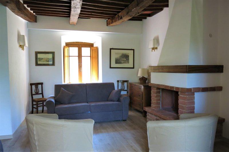 Appartamento nel borgo medievale di Parrano, holiday rental in Montegiove