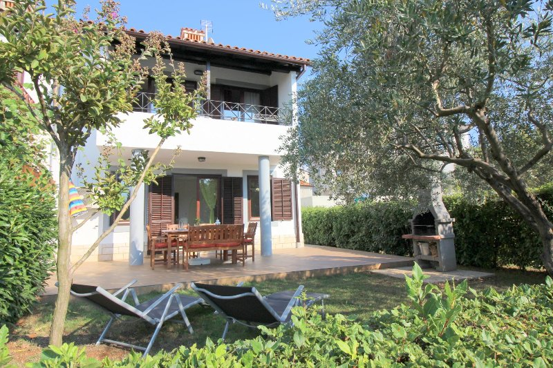 Holiday house Oliva with garden, vacation rental in Porec