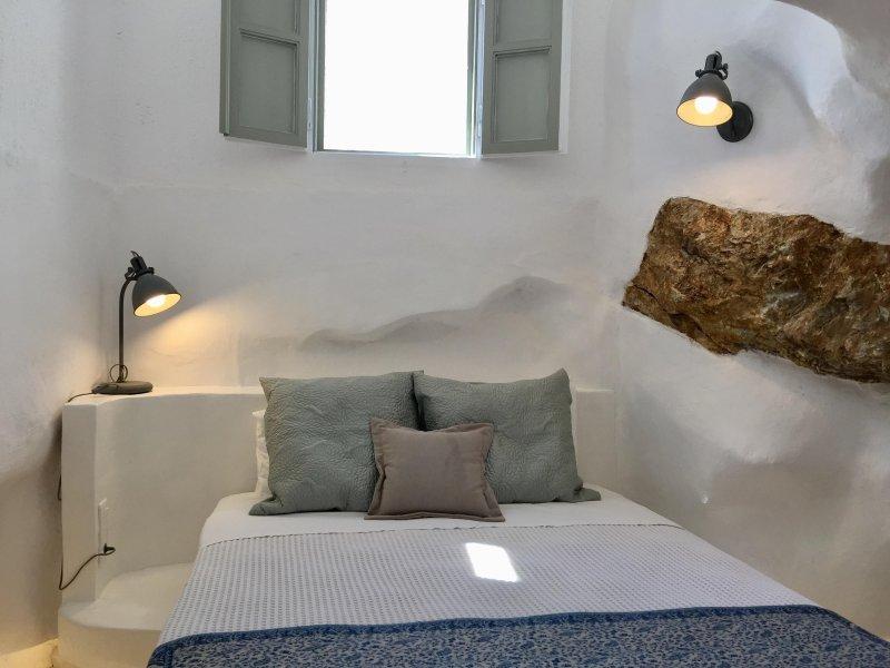 Timedrops Santorini Thira villa, holiday rental in Emporio