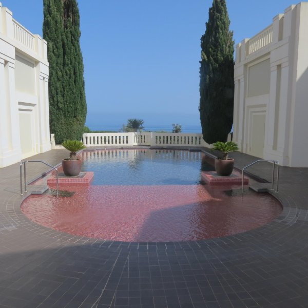 View of the pool at the back and under it, the sea