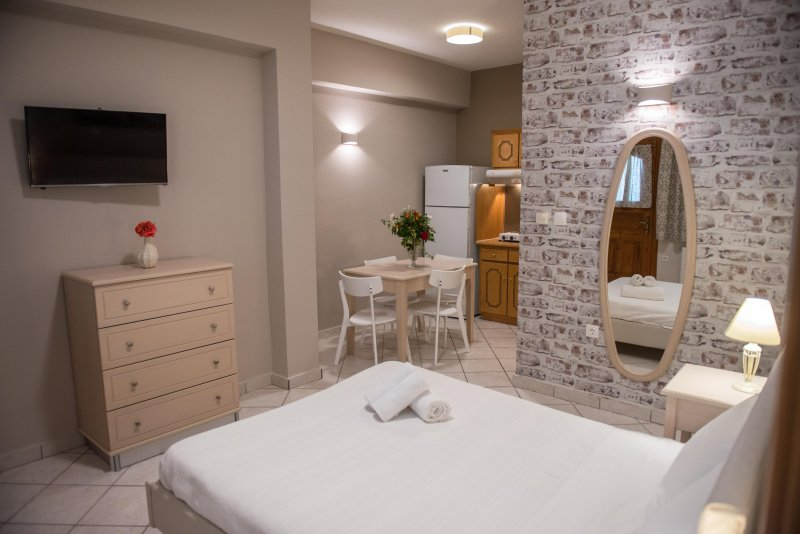 Aloni Studios & Apartments - Apartment with Sea View (Family Room), holiday rental in Dragano