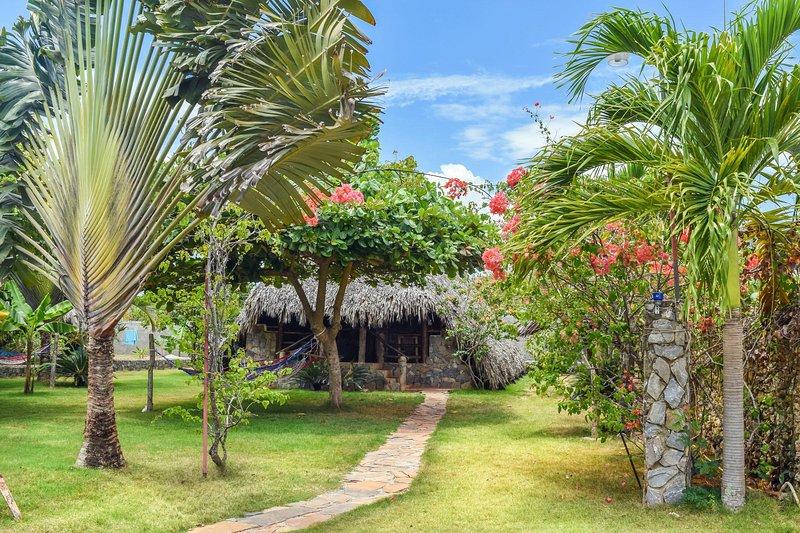 Chalet Tropical 1: garden view