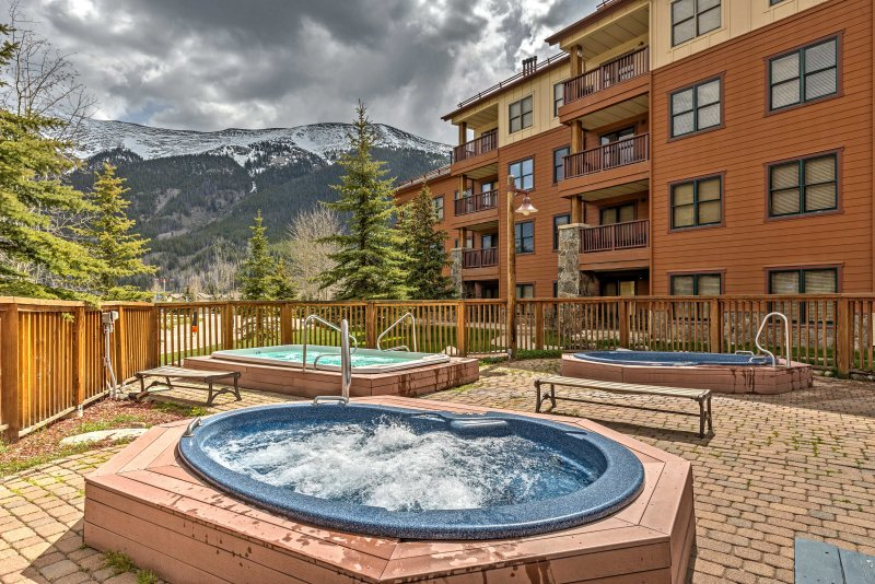 Bring your Rocky Mountain getaway to new heights when you stay at this fantastic 2-bedroom, 2-bathroom vacation rental condo in Frisco.