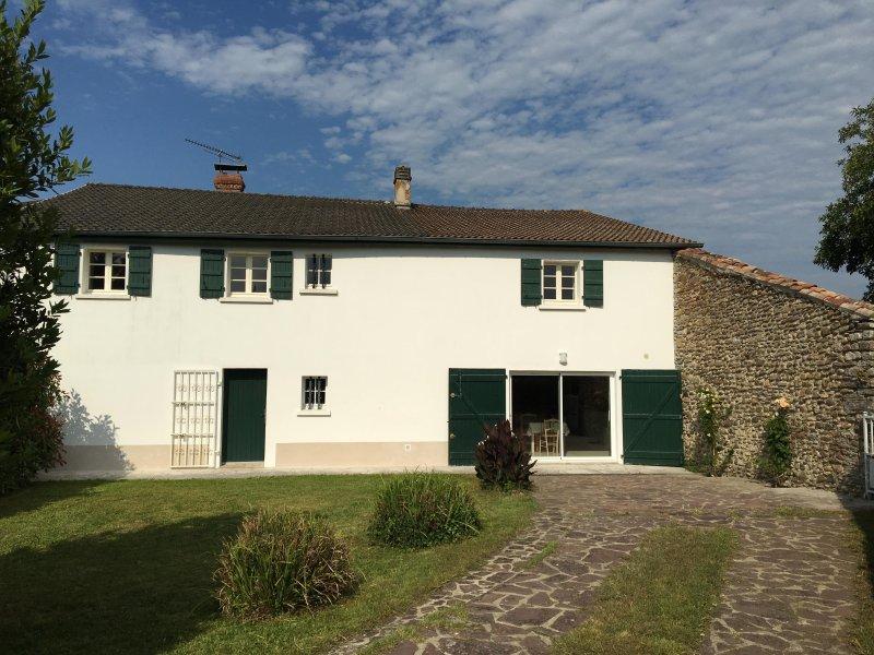 Maison Miqueou Gîte meublé entre Pays Basque, Béarn et campagne, casa vacanza a Laas