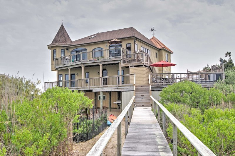 This 3,200-square-foot castle on the bay comfortably accommodates 10 guests and is located at the end of a private cul-de-sac, offering unobstructed panoramic views of Clam Creek.