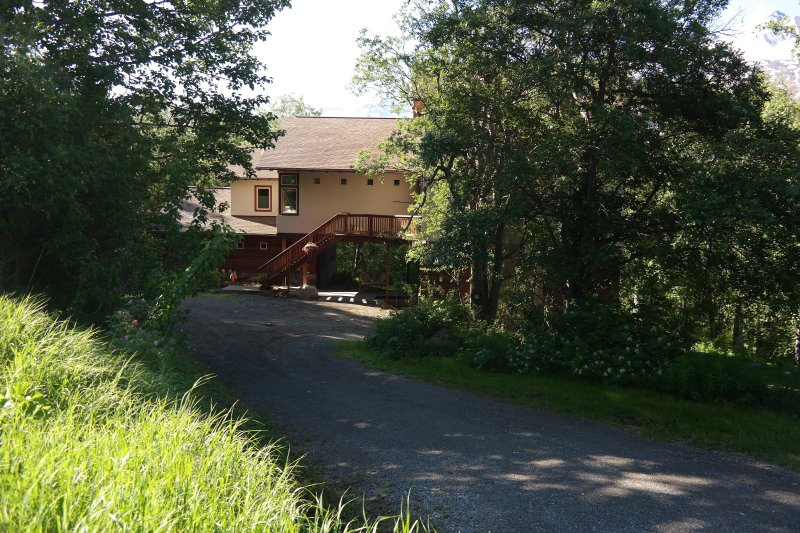 Eagle Peak Guesthouse / Deluxe Studio suite with mountain views, holiday rental in Eagle River