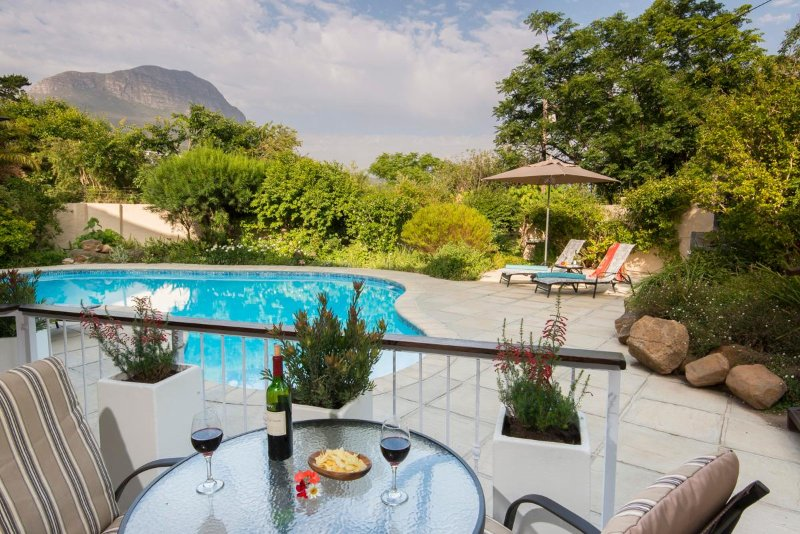 Terrace with view on pool and mountains