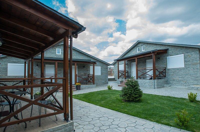 Classic Mountain Bungalow F, Konitsa, holiday rental in Aristi