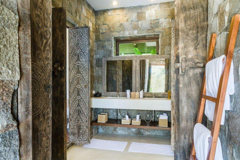 Kommunicera room bath
