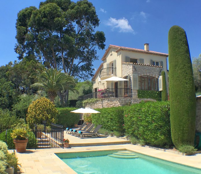 Mougins LUXURY VILLA, with private HEATED POOL and AMAZING VIEWS, Ferienwohnung in Mougins